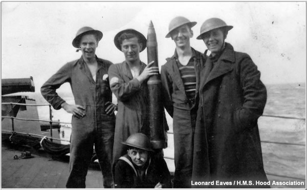 Leonard Eaves and members of a 4 inch gun crew, 1940 or 1941
