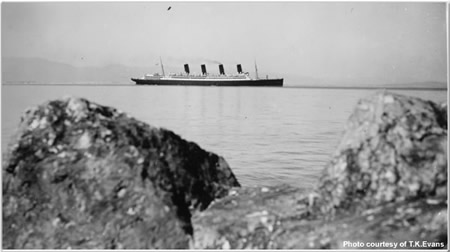 "The ""Aquitania"" arriving with ratings for ships to complete to war complement"